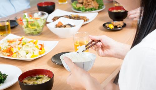 このイメージ画像は、このサイト記事「おすすめ『筋トレ 女性 食事 まとめ』 ネットで話題 YouTube無料動画ご紹介!」のアイキャッチ画像として利用しています。